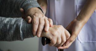 آینده شغلی رشته سلامت سالمندی - بازار کار رشته سلامت سالمندی چگونه است